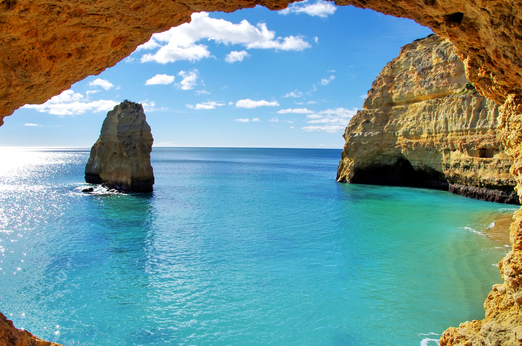 26040330-rock-formations-on-the-algarve-coast-portugal