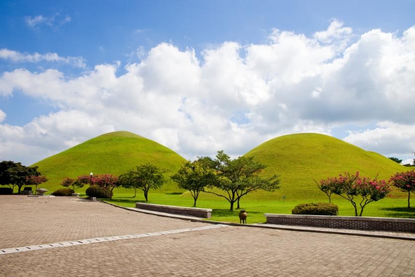 img-blog-korea-gyeongju-daereungwon-tombs