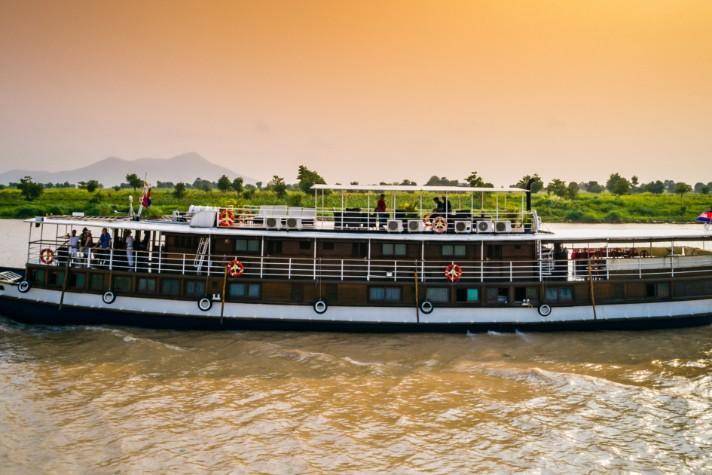 img-tour-mekong-ship-toum-tiou-03