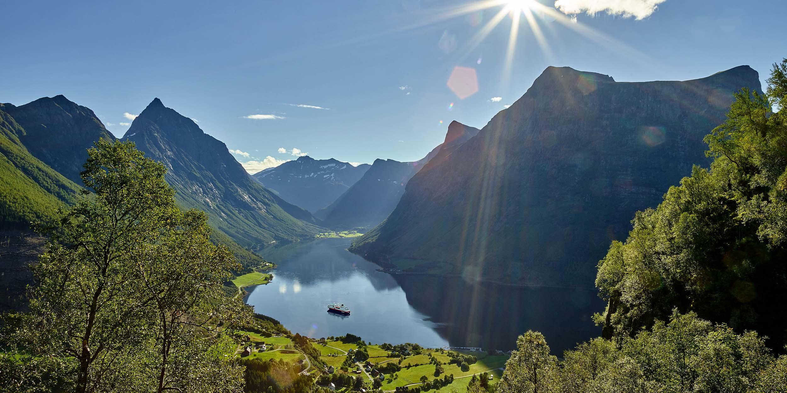 hurtigruten_hj%c2%afrundfjorden_pano_foto_yrjan_bertelsen_282-jpg