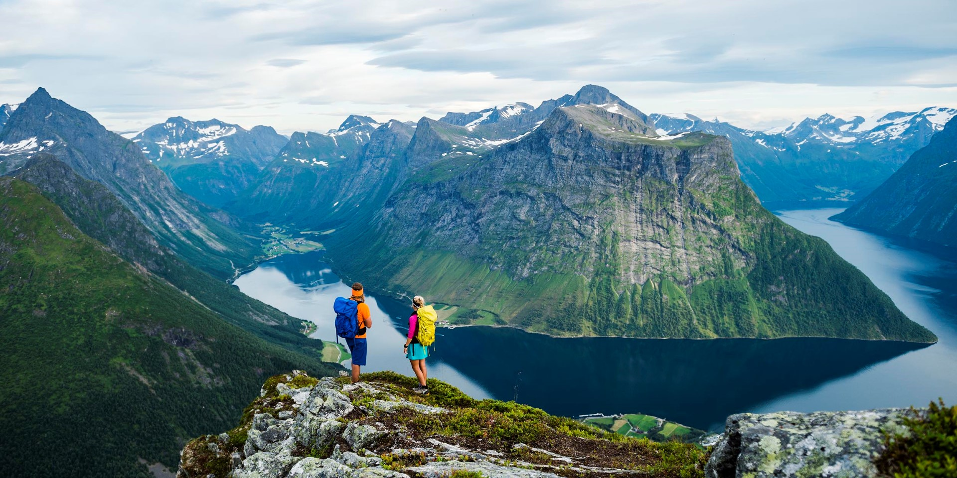 hjorundfjorden-mattias-fredriksson_visitnorway-com_2500x1250