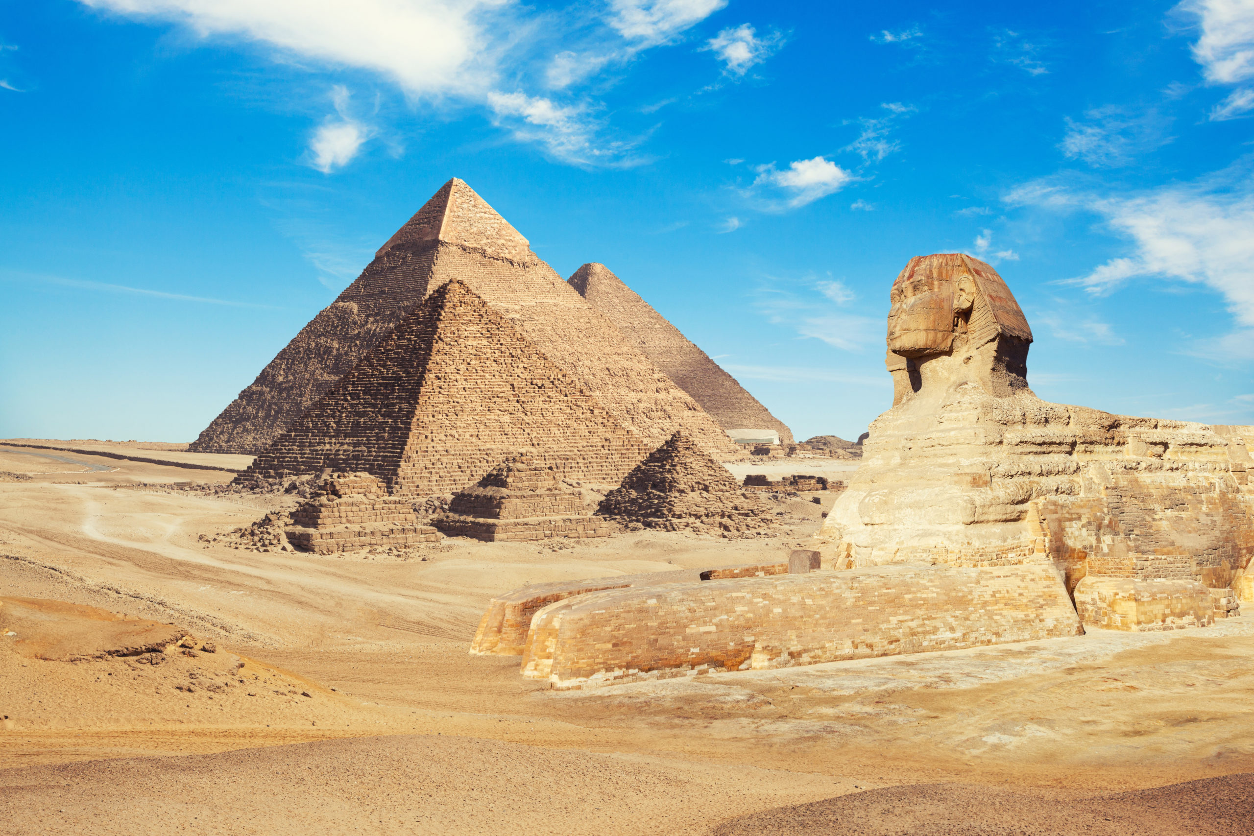 shutterstock_1094727200_-view-of-pyramids-with-sphinx