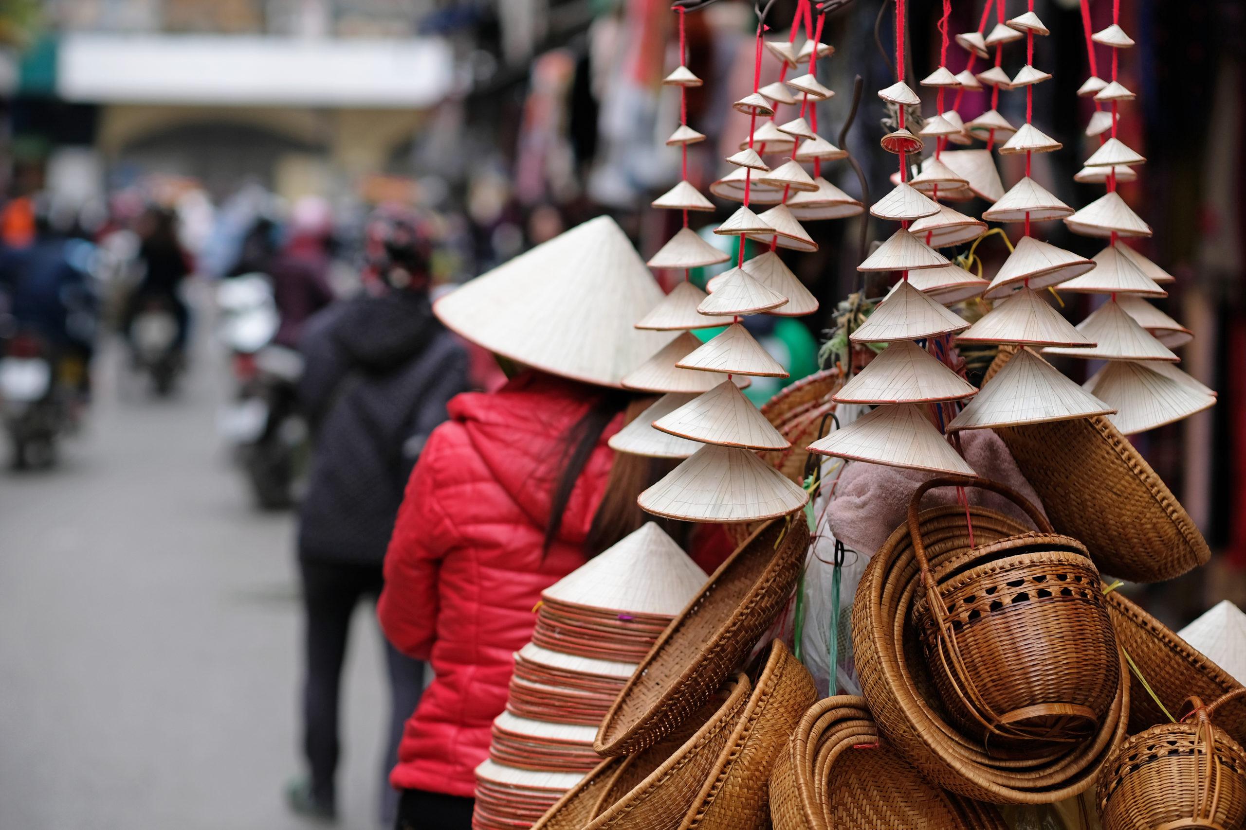 shutterstock_1096861772_street-vendor-in-hanoi-old-quarter