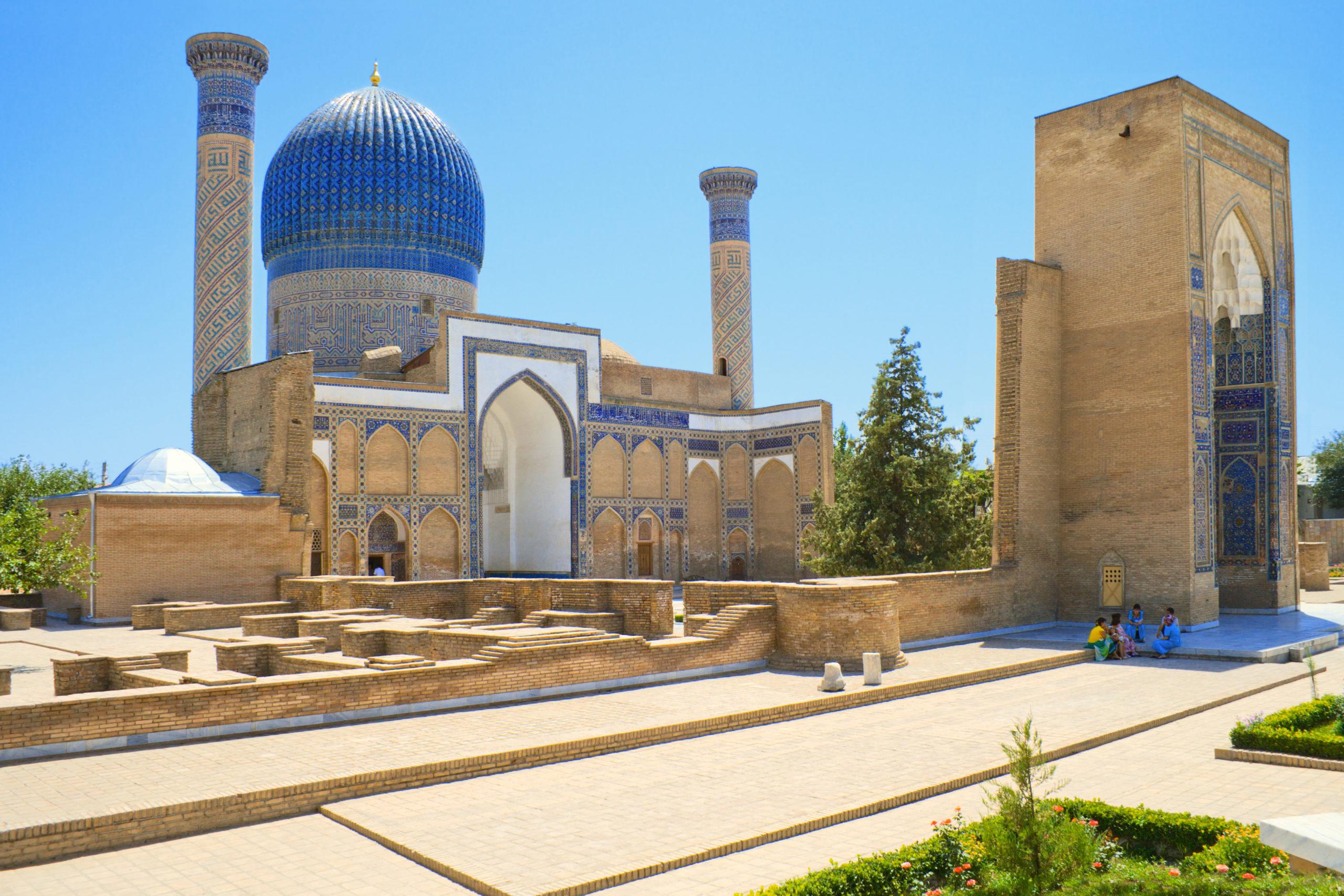 shutterstock_122653927_mausoleum-gur-emir