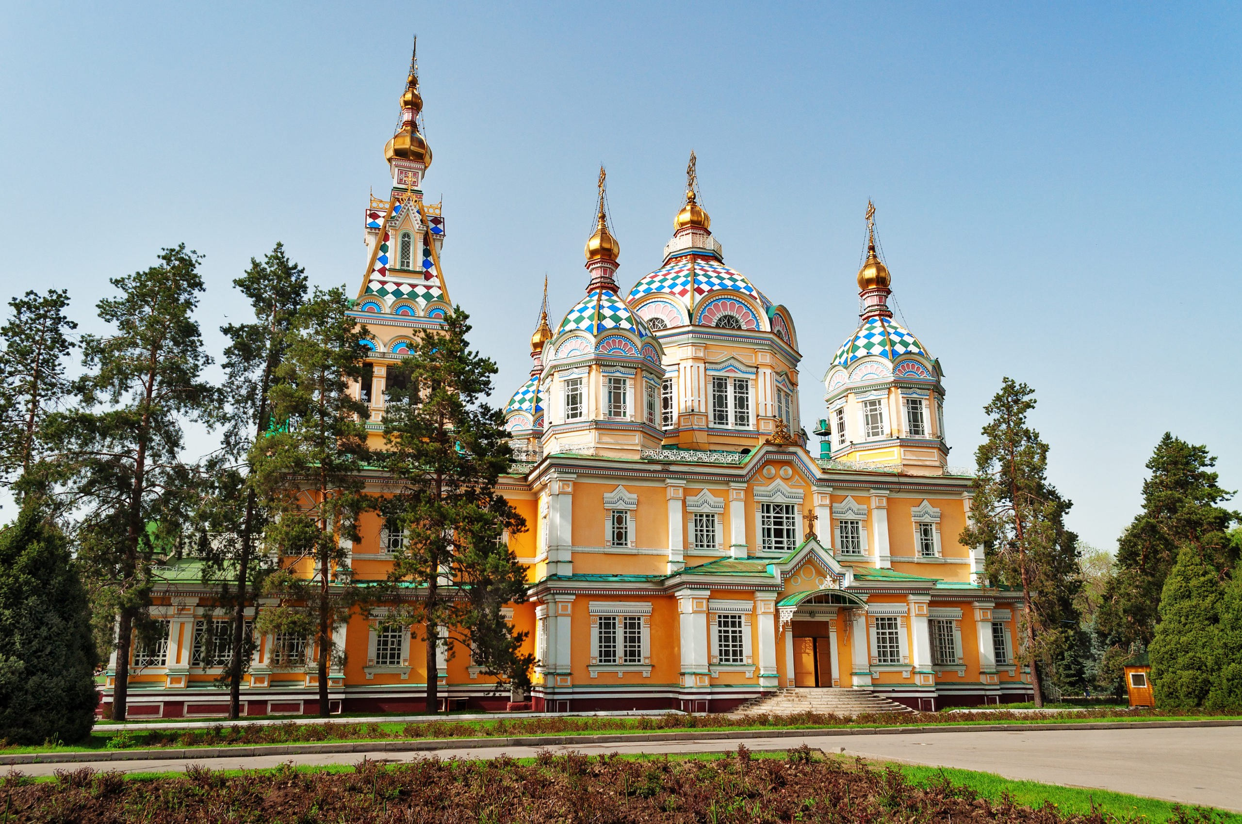 shutterstock_223104910_ascension-cathedral-almaty