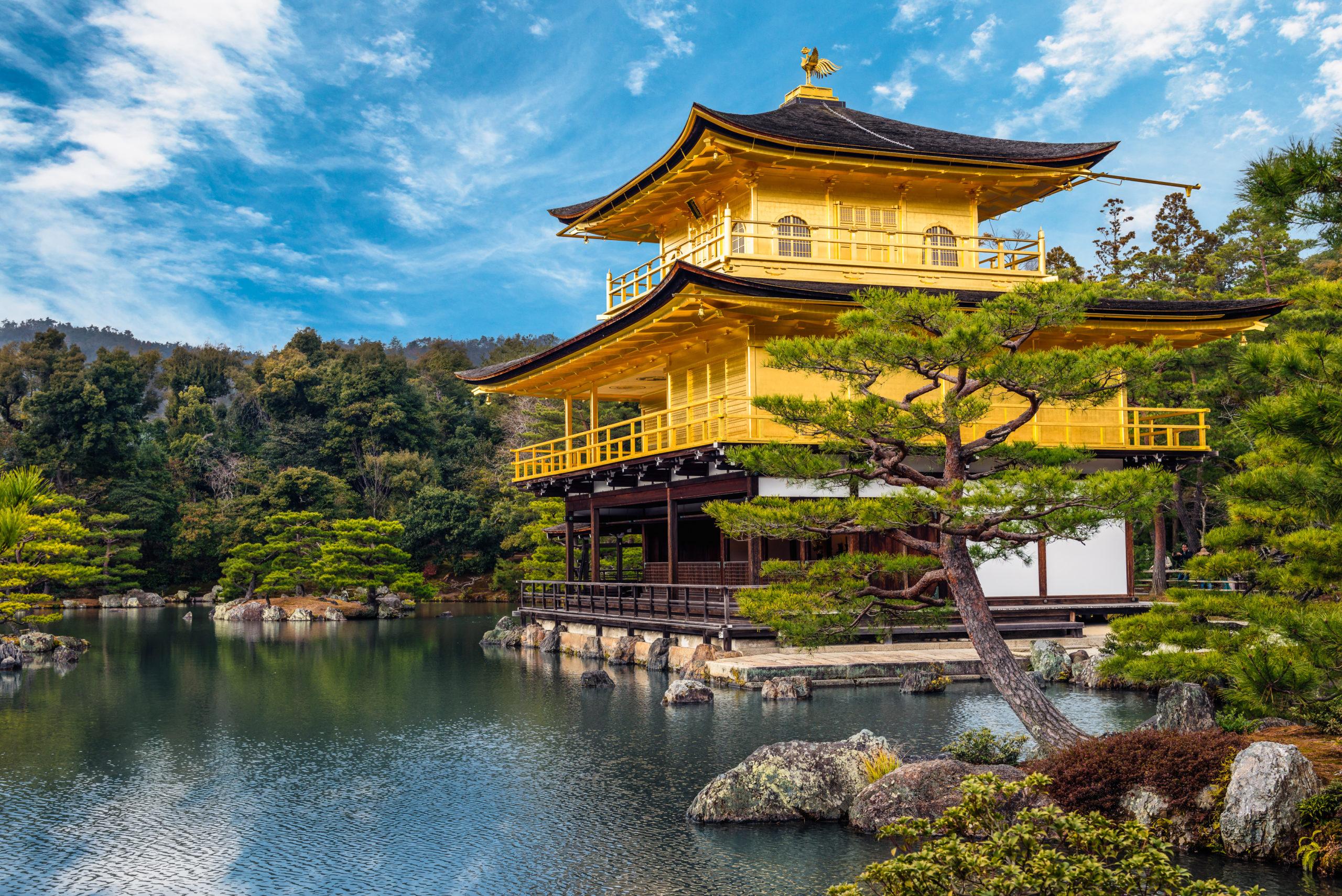 shutterstock_284085140_golden-pavilion-kinkaku-ji-of-kyoto-japan