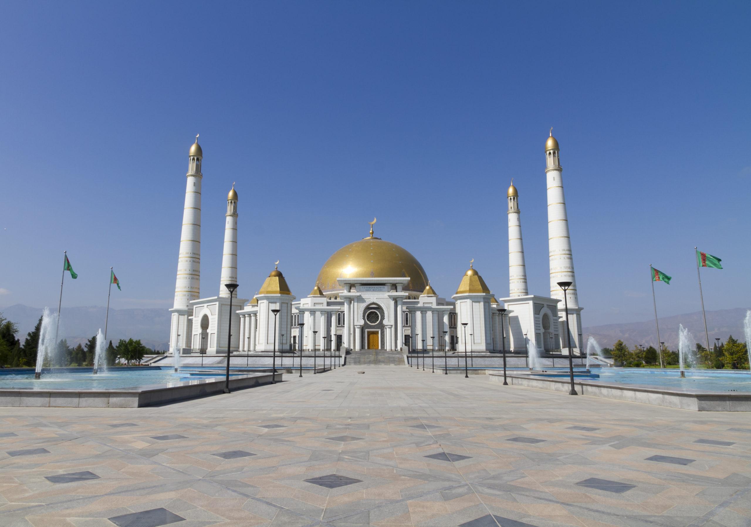 shutterstock_440919706_grand-mosque-ashgabat-turkmenistan