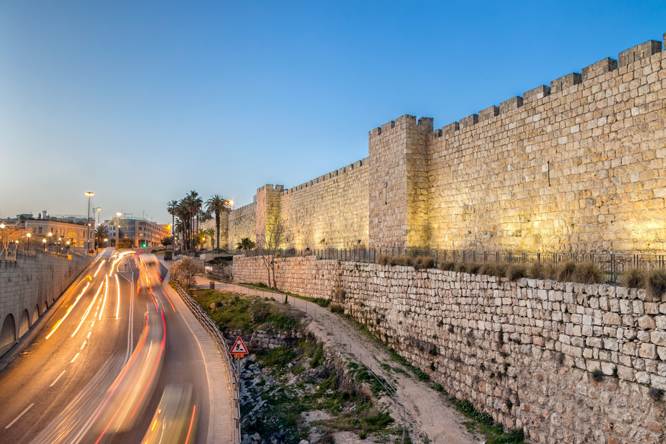 shutterstock_591910751_-old-city-walls-at-jaffa-gate
