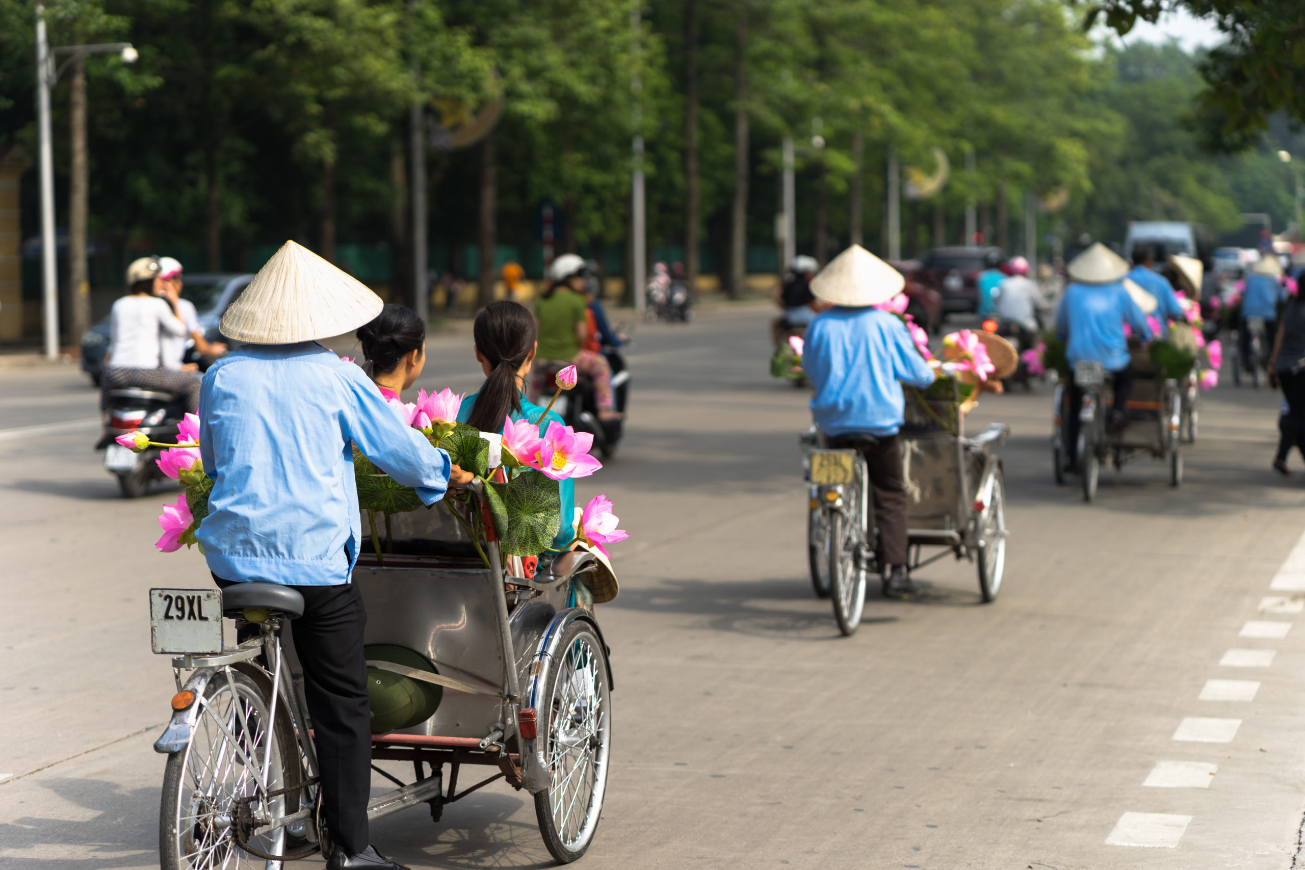 shutterstock_620243456_cyclo-pedicab-driver