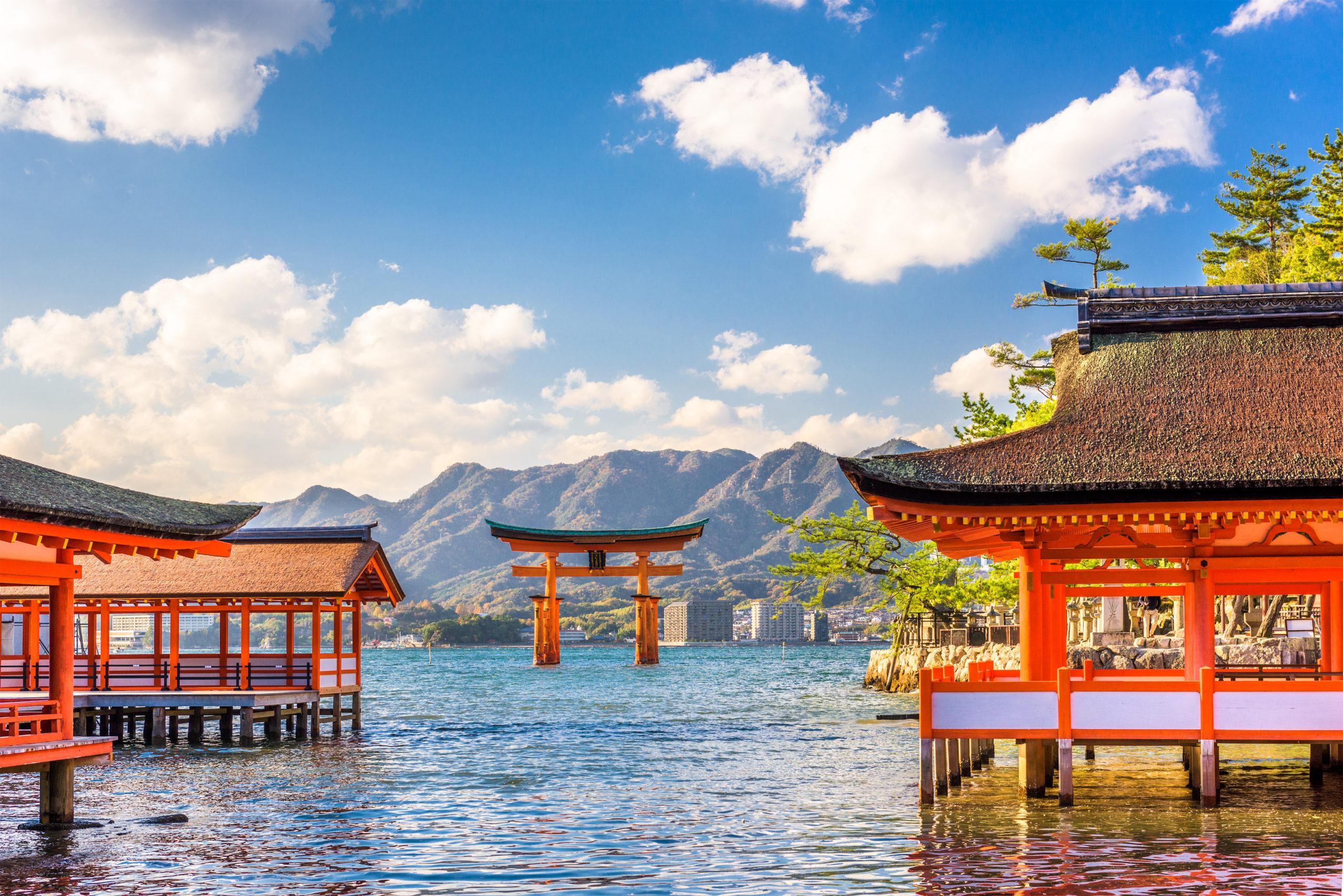 shutterstock_685846135_miyajima-hiroshima-japan-floating-shrine