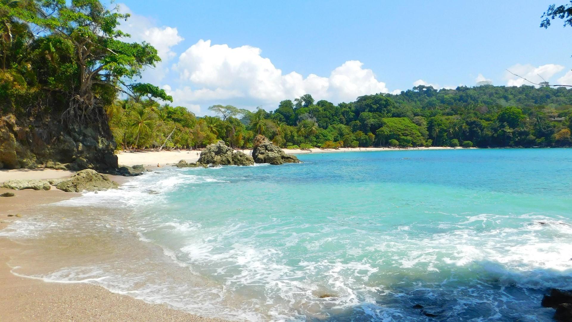 day-17_quepos_manuel-antonio-national-park_costa-rica_shutterstock