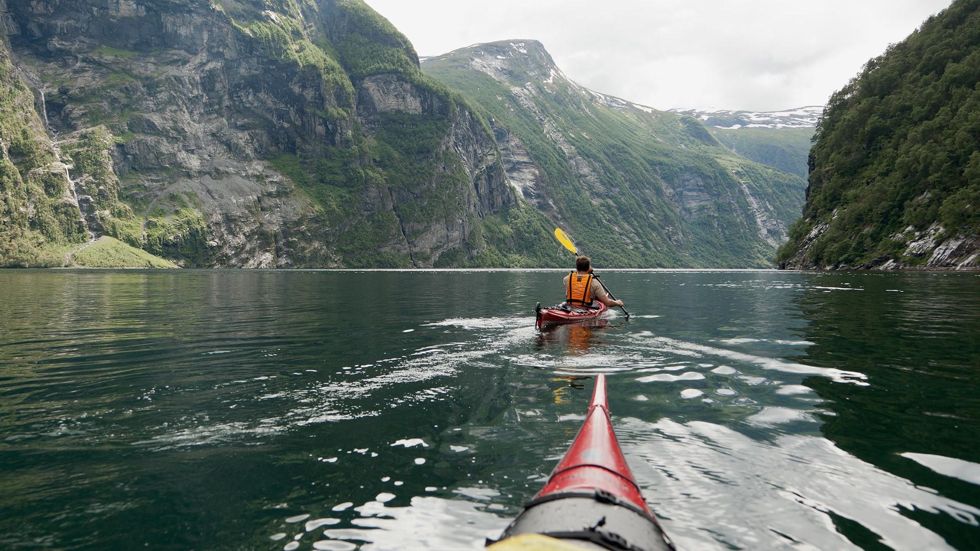 day-6_geirangerfjord_kayaking_fredrik-schenholm-visitnorway-com