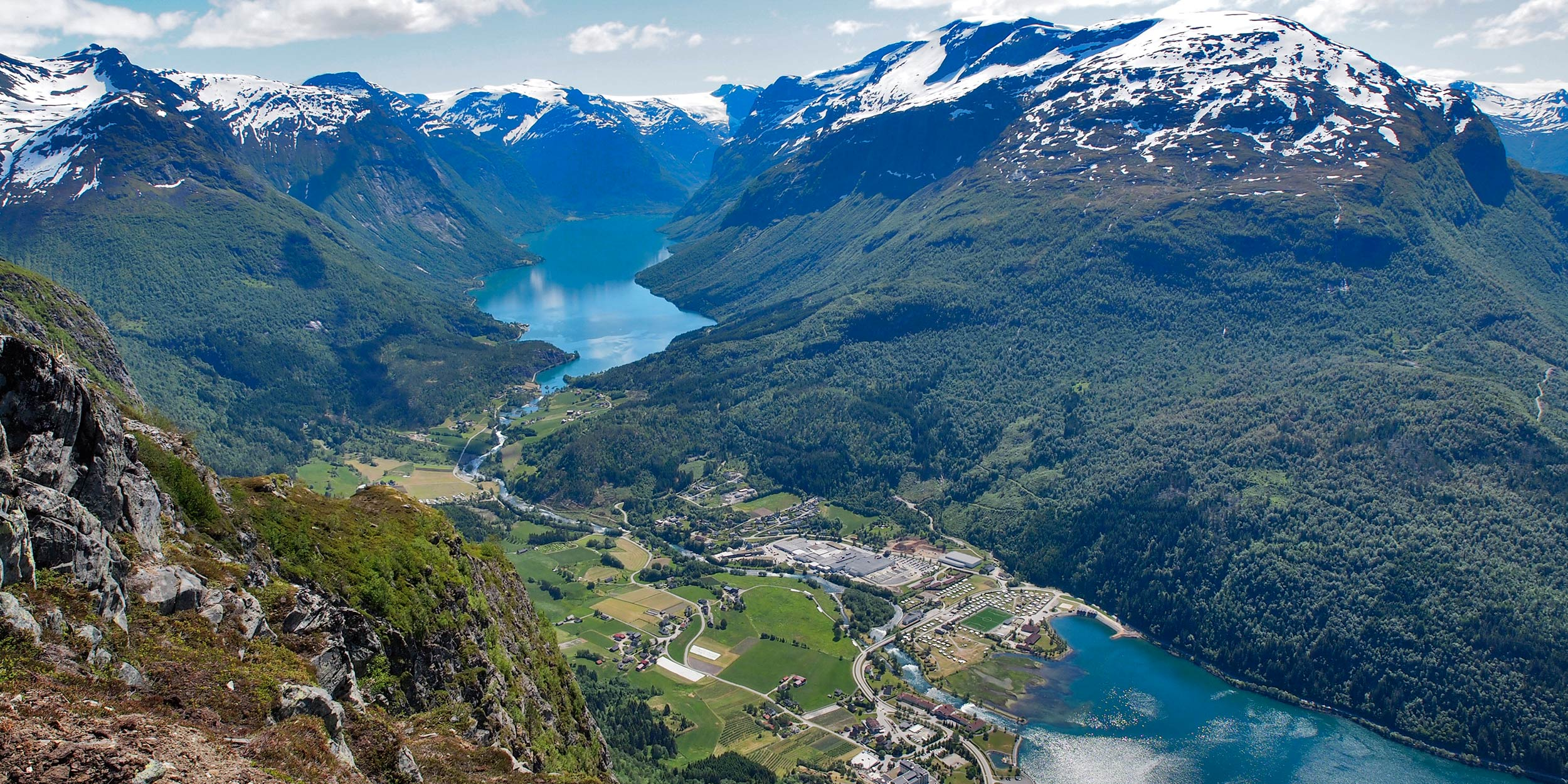 day-7_nordfjord_the-view-from-the-top-with-the-loen-sky-lift_shutterstock