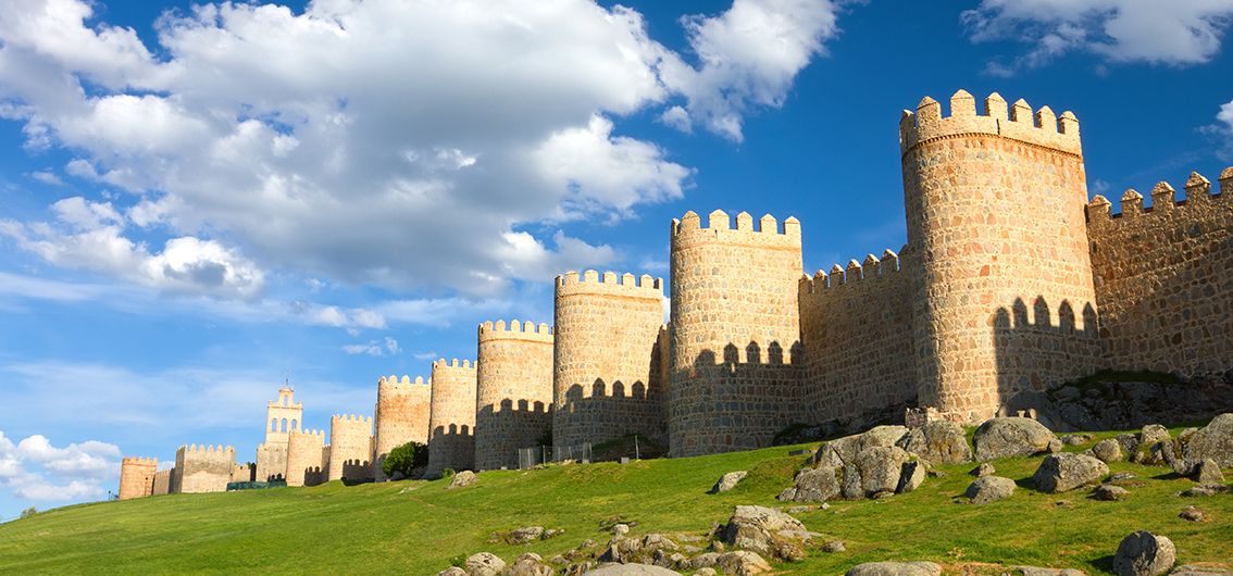 medieval-city-wall-built-in-the-romanesque-style-avila-spain